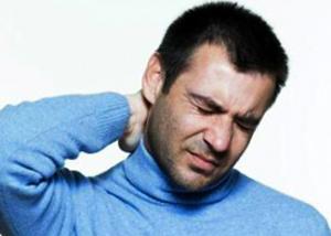 Боль в затылке у мужчины