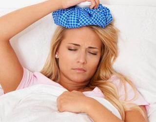 Девушка с головной болью