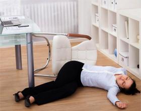 Голодный обморок: симптомы и причины