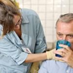 Человек не может глотать после инсульта — причины и что делать