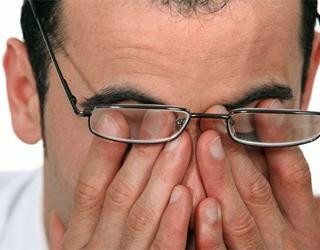 Глазная мигрень у мужчины