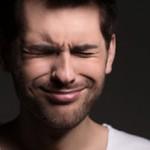 Болит правая сторона головы и правый глаз: причины и что делать