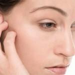 Боли в голове за правым или левым ухом: причины и как лечить