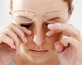Искры в глазах: причины, симптомы и что делать