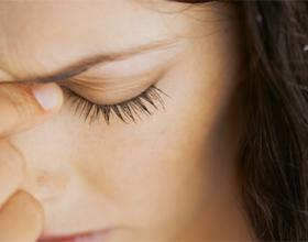 Стучит в висках и болит голова - причины и что делать