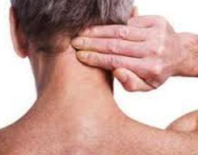 Что делать если болит шея после сна - неудобно спать